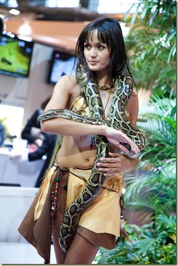 Charmeuse de serpents sur le stand de Panasonic au Salon de la Photo 2009
