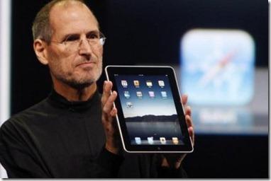 Steve Jobs présentant l'iPad en janvier 2010.