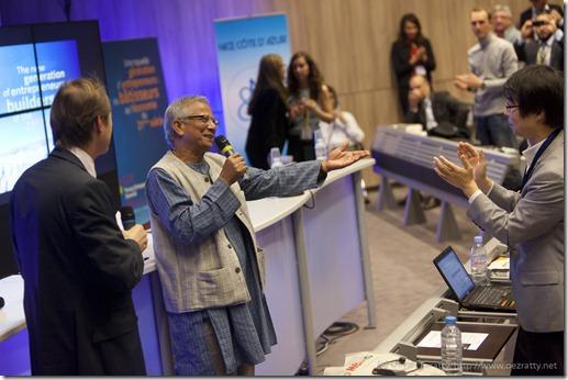 Muhammad Yunus (Grameen Bank) and Bruno Fuchs (Strategies & Medias) (9)
