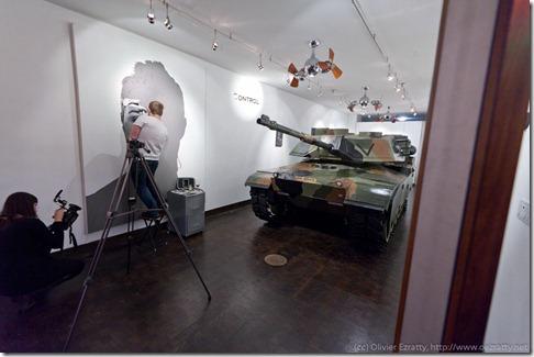 Galerie avec un tank